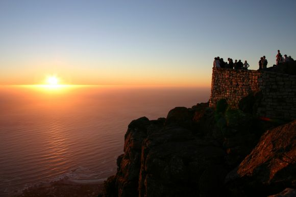 Waiting_Sunset_Table_Mountain_Cape_Town_South_Africa_Luca_Galuzzi_2004_580_387_80_s